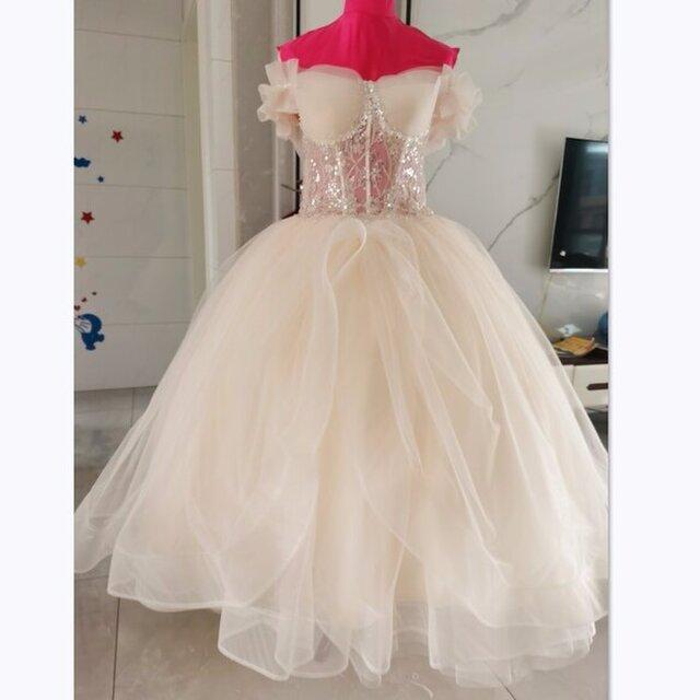 カラードレス 薄シャンパンの色 ソフトチュール オフショル プリンセスライン ベアトップ ロング 憧れのドレスの画像1枚目