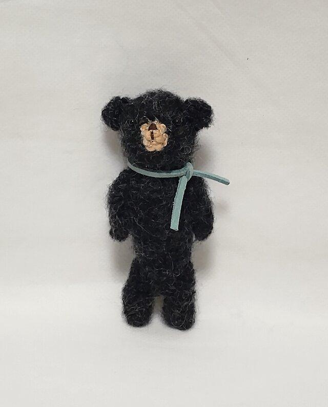 小さな黒クマさん(あみぐるみ)の画像1枚目
