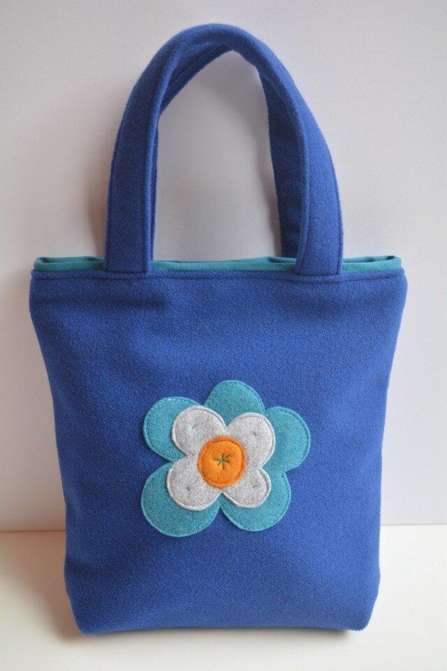 ロイヤルブルーにお花のモチーフバッグ(S)の画像1枚目