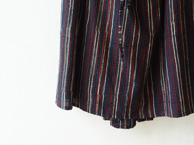 砂の民の服~天然染めアジュラクのカッチ・スカートの画像1枚目