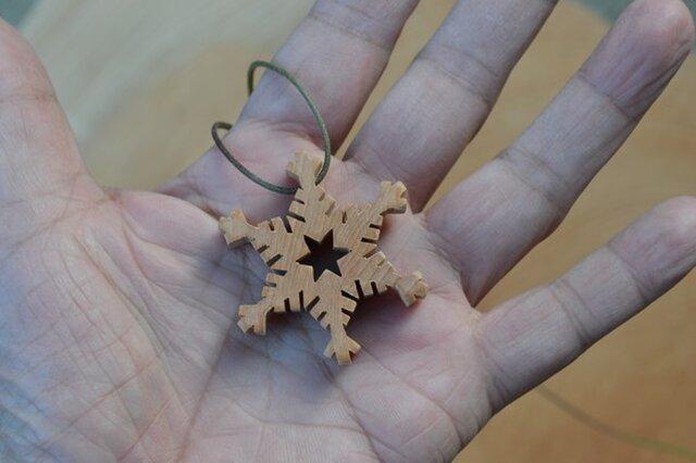 樹齢約800年の木材で作った 雪の華のペンダント その5の画像1枚目