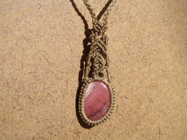 インカローズのマクラメ編みネックレスの画像1枚目