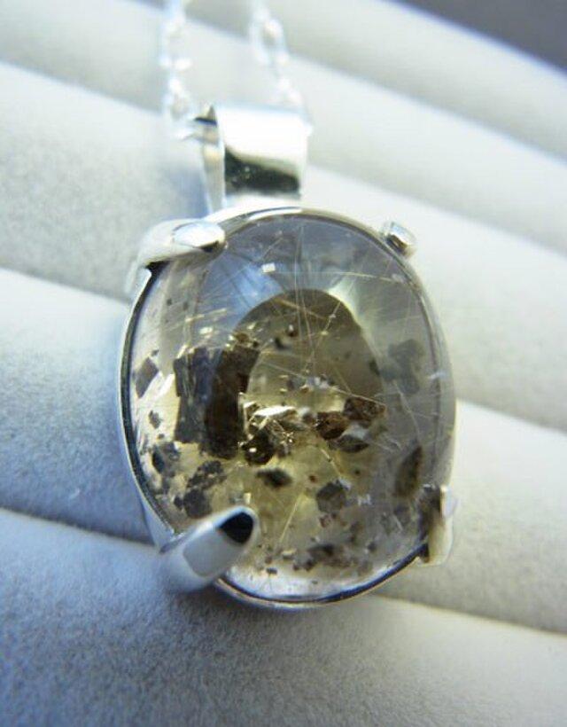 鉱物インクルージョン入りスモーキークオーツの画像1枚目