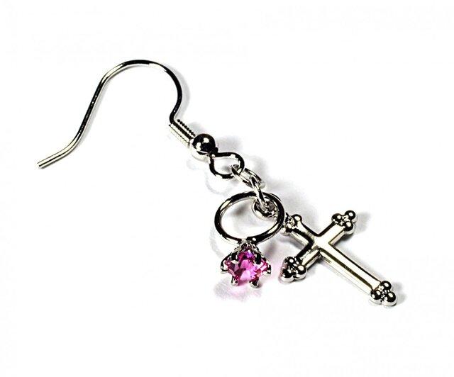 小さなローズの指輪と銀色の十字架のシルバー・ピアスの画像1枚目