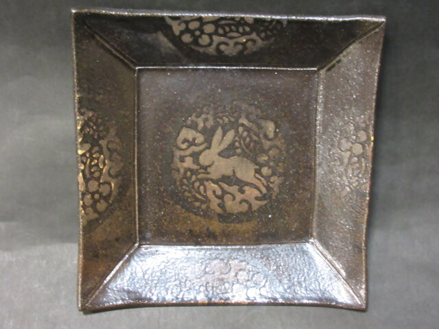 正方形陶板(兎)の画像1枚目