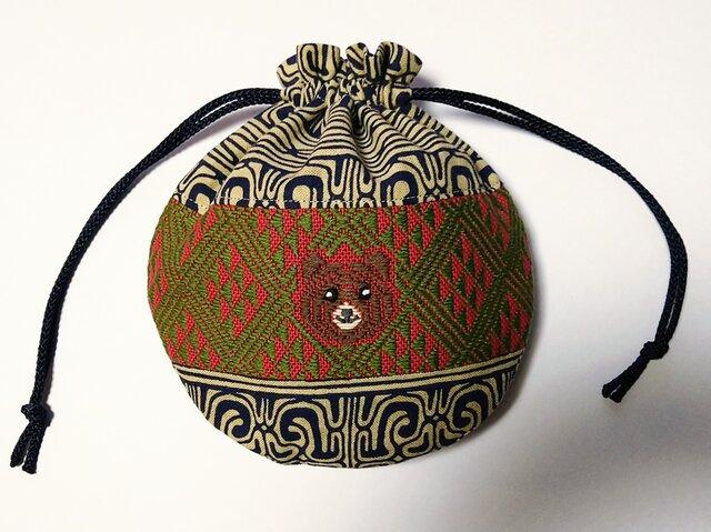 キムンカムイの丸ころ巾着(茶系×赤緑)の画像1枚目