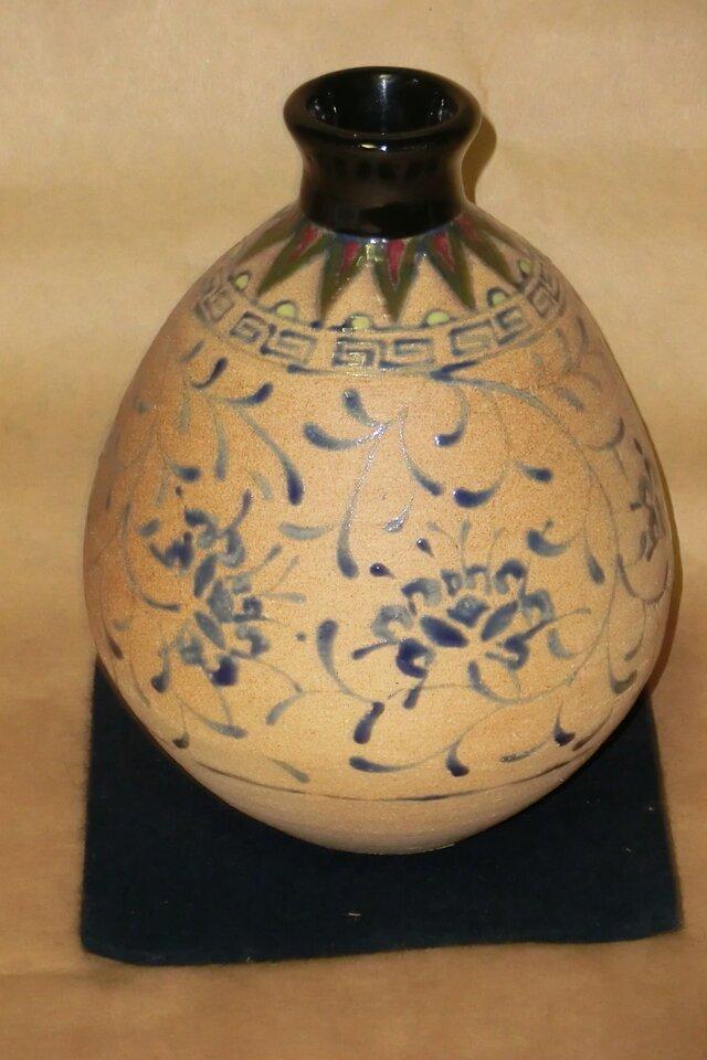 唐草文 壺(ナツメ型)の画像1枚目