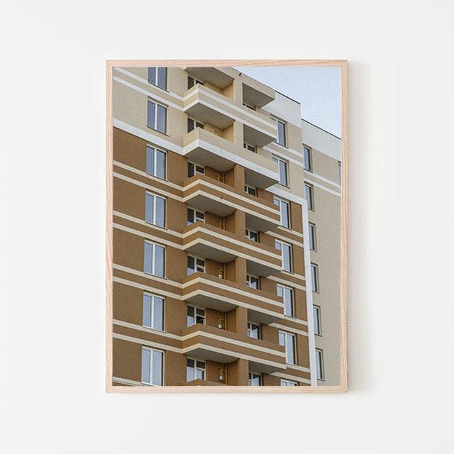 ブラウンとベージュトーンのモダンな高層住宅 / ポスター 写真 高層ビル アパートメント 建物の画像1枚目