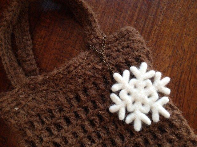 羊毛のバッグチャーム*雪の結晶の画像1枚目
