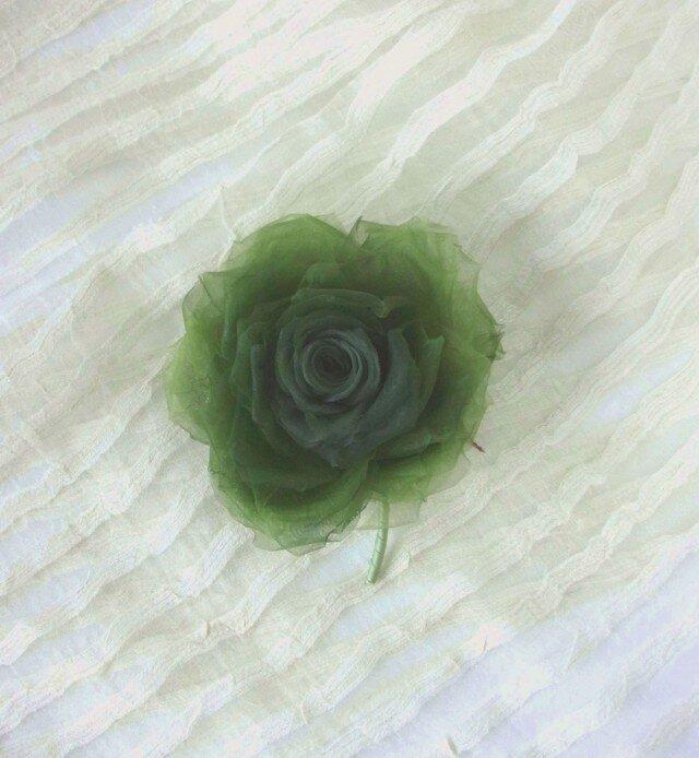深いグリーンの巻き薔薇 * シルクオーガンジー製 *コサージュの画像1枚目