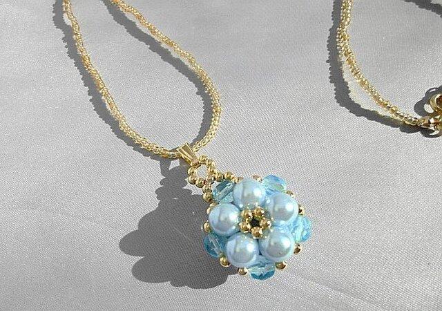 お花のネックレスブルーの画像1枚目
