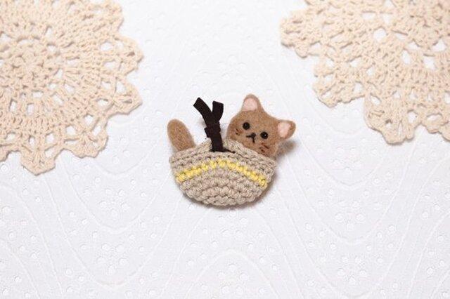 子猫のミニマルシェのブローチの画像1枚目