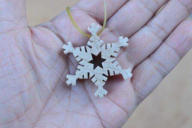 樹齢約千年の木材で作った 雪の華のペンダント その8の画像1枚目