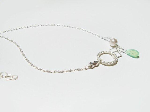 (再販)白いモチーフとミントスワロのネックレスの画像1枚目