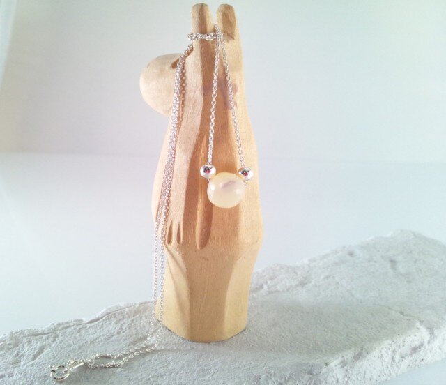 Mother of Pearl 真珠貝のシルバーネックレスの画像1枚目