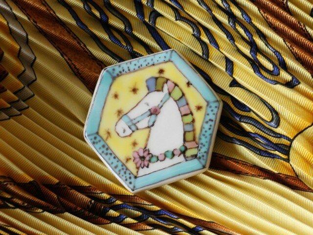 帯留め兼用ブローチ*飾り馬(イエロー)の画像1枚目