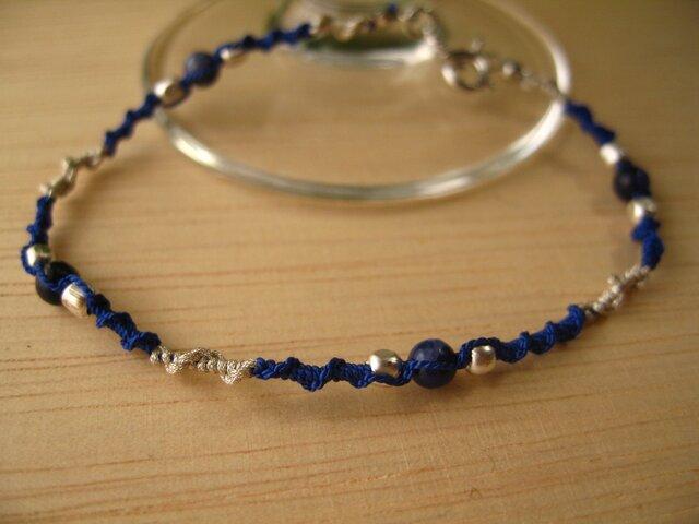 シルクコードと天然石のシンプルブレス・ブルーの画像1枚目
