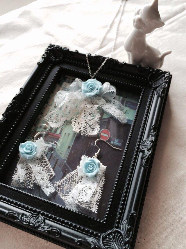 アンティークレースと薔薇のネックレス&ピアスの画像1枚目