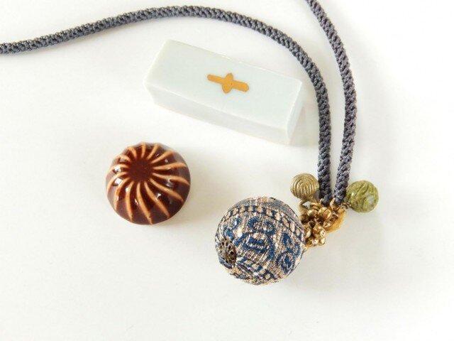 古布玉と鈴、天然石の編み紐ネックレスの画像1枚目