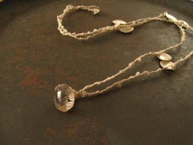 クオーツとリネンのネックレスの画像1枚目