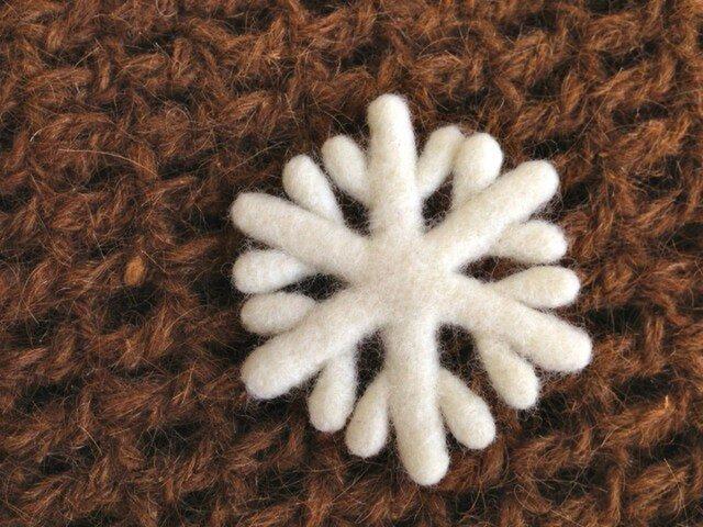Y様ご注文品:羊毛のブローチ*雪の結晶の画像1枚目