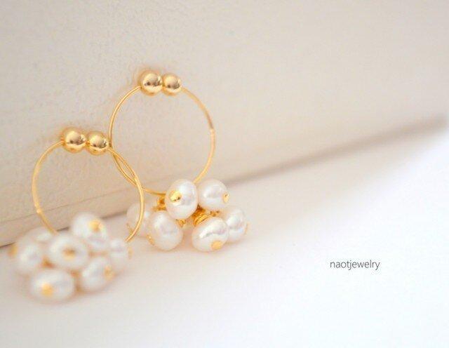 White Pearl Hoop Earringの画像1枚目