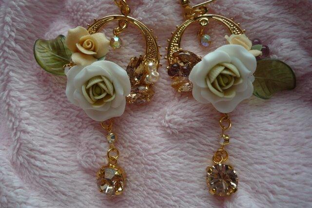 白いバラのピアスの画像1枚目