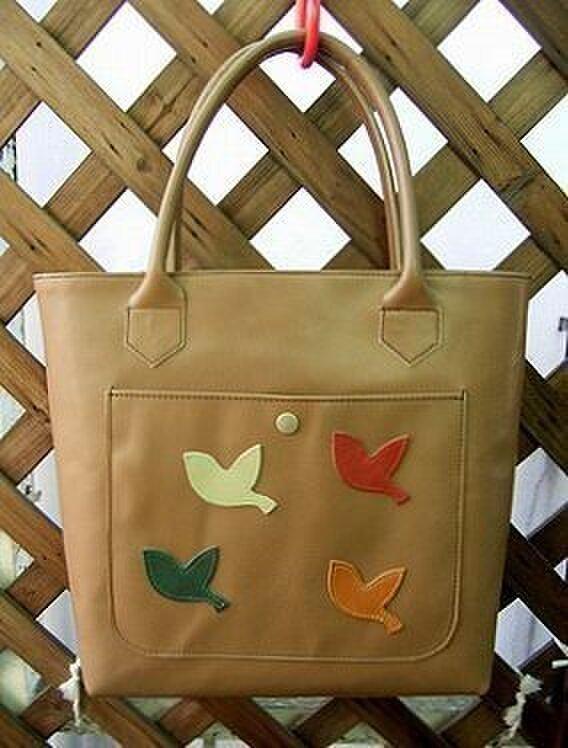 ◆4羽の小鳥のレザートートバッグの画像1枚目