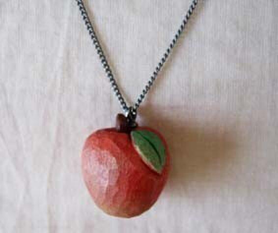 りんごのネックレス(再出品)の画像1枚目