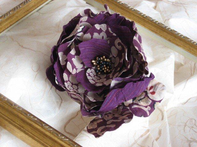 アンティーク着物地からのコサージュ・紫の花の画像1枚目