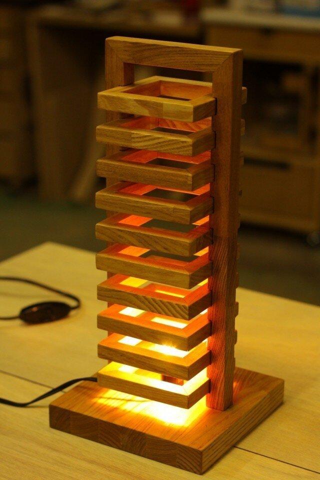ほっこりする灯り、タモ材のタワーライトの画像1枚目