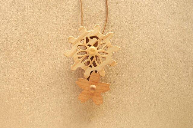桜の歯車のネックレスの画像1枚目