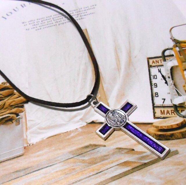 紫十字のネックレスの画像1枚目