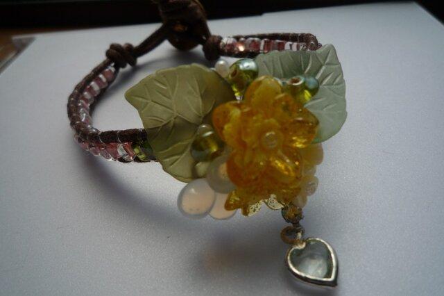 黄色いお花のブレスレットの画像1枚目