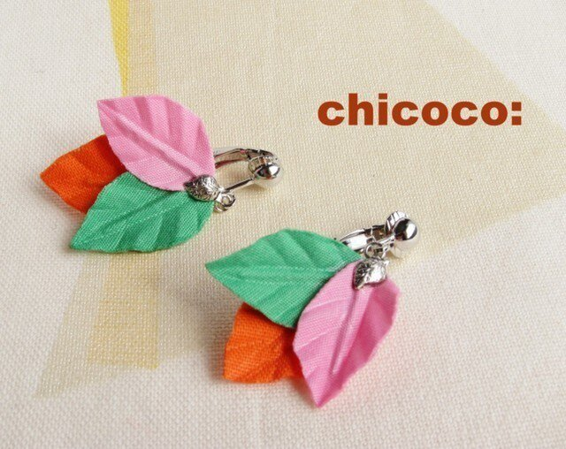 木の葉のイヤリング(ピアス) ピンク×グリーン×オレンジの画像1枚目