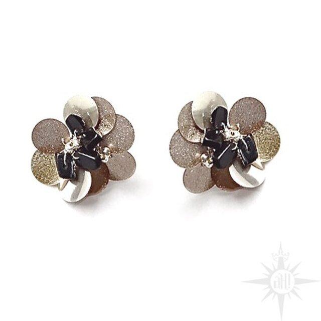 flower stud earringの画像1枚目