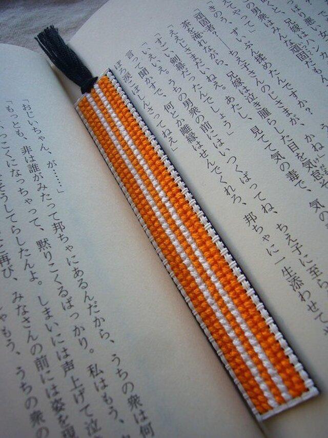 オレンジと白の刺繍しおり【送料無料】の画像1枚目