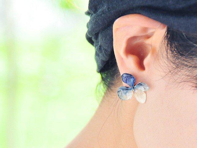 アジサイ【L/藍染】4枚花弁のピアス/イヤリング 14kgfの画像1枚目