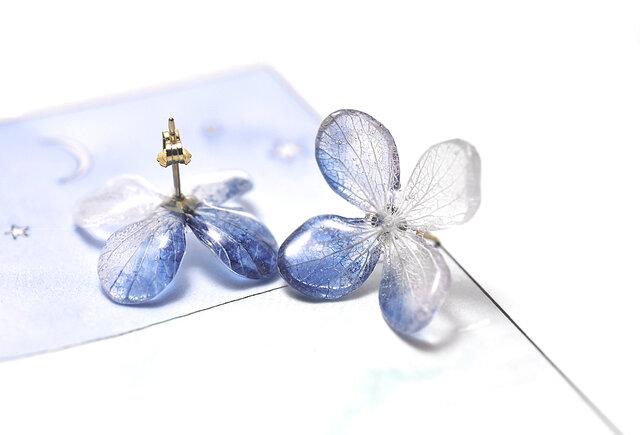 アジサイ【L/藍染】4枚花弁のピアス 14kgf /イヤリングの画像1枚目