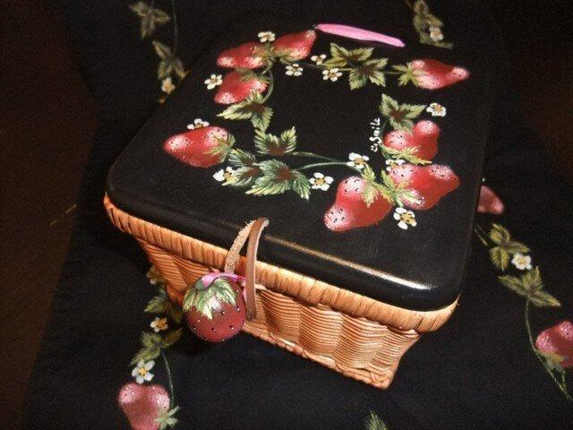 苺のラタン小物かごの画像1枚目