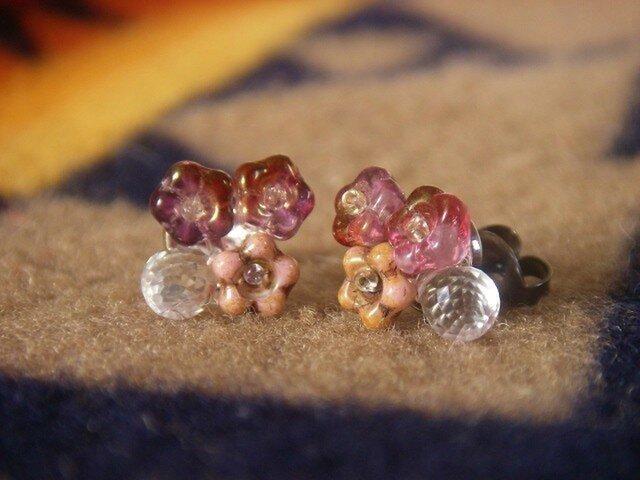 【再販】クリスタルと桜色のチェコビーズのピアス(チタン)の画像1枚目