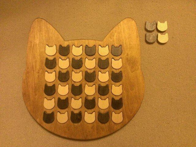 ☆受注製作☆木製ネコ型リバーシ☆ミディアムウォルナットの画像1枚目