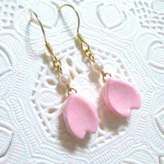 桜のはなびらひとひらピアス☆桜花ピンクの画像1枚目