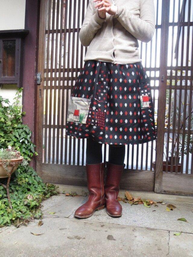 銘仙リメイク☆黒地に赤白でダイヤ柄に赤い屋根のおうち61cm丈の画像1枚目