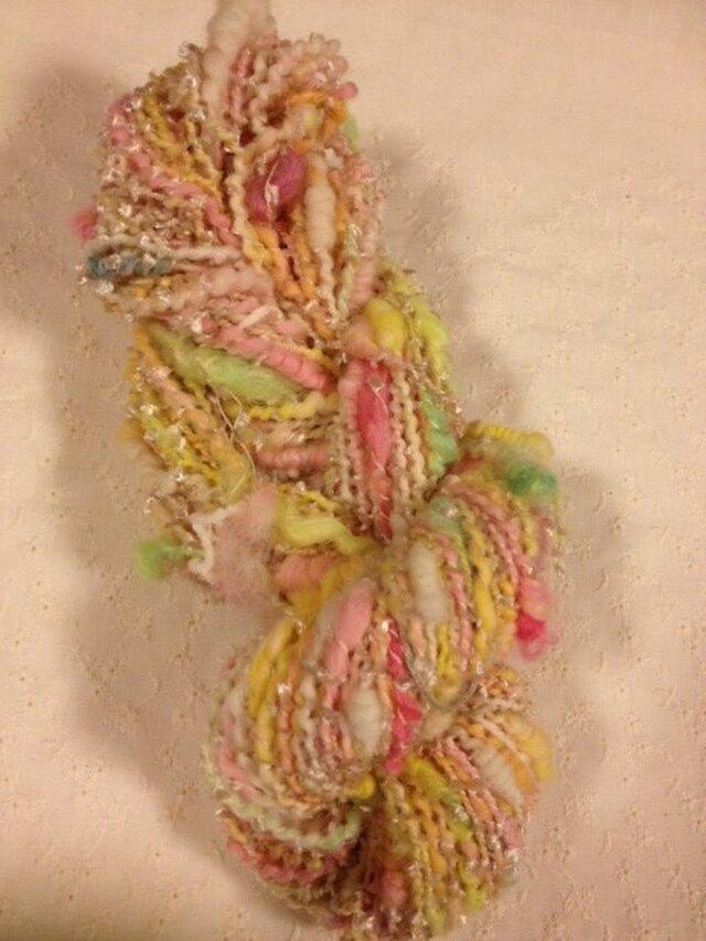 アートヤーン(手紡ぎ糸)うすピンク系 約65m、111gの画像1枚目