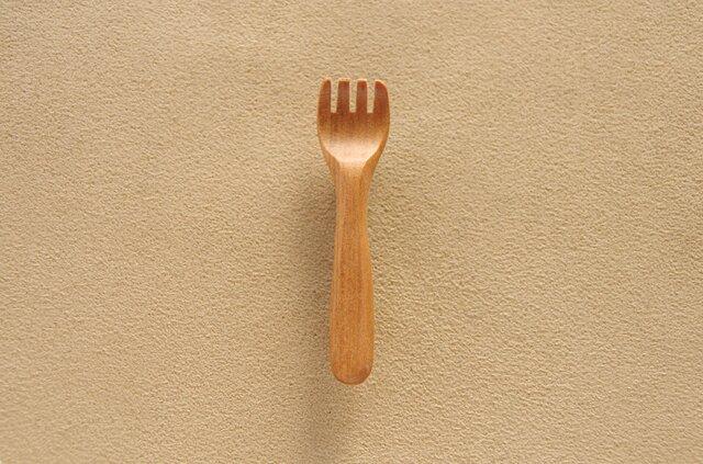 木のフォークのブローチの画像1枚目