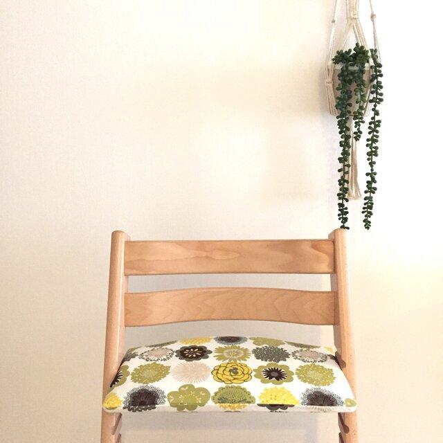 ストッケ トリップトラップ クッション 北欧花柄*緑の画像1枚目