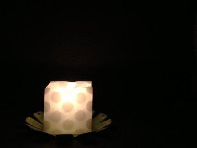白の水玉の画像1枚目