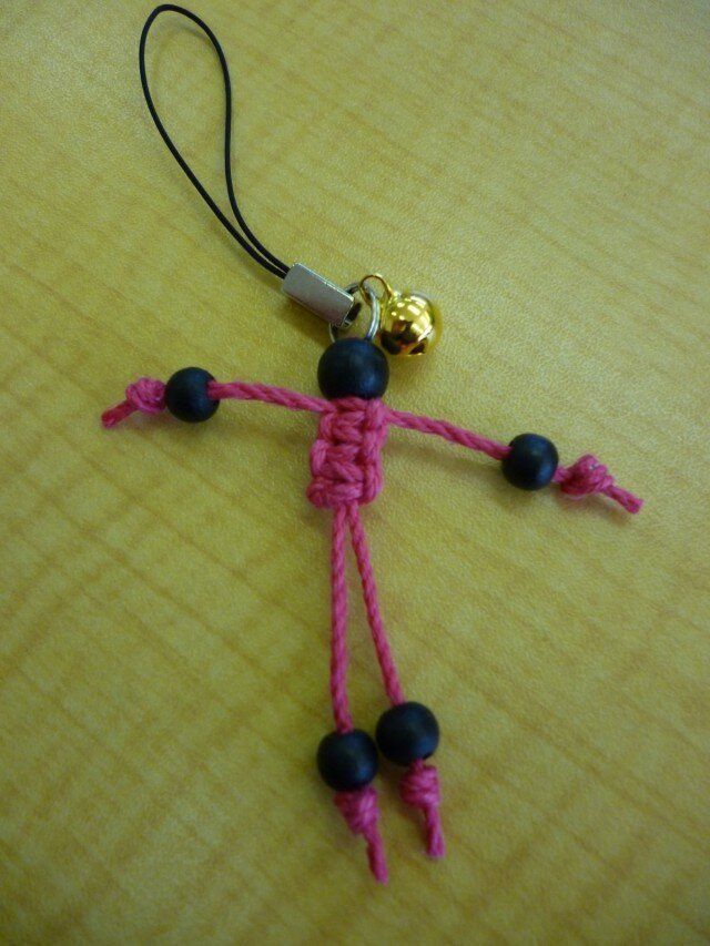 ヘンプ人形ストラップ(黒×ピンク)の画像1枚目