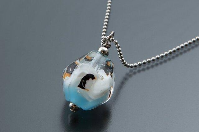 とんぼ玉のネックレス(ペンギン・大)の画像1枚目